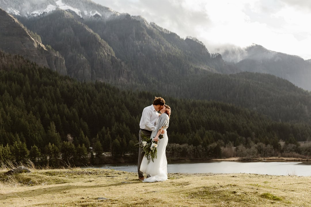 Elopement in the Columbia Gorge